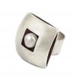 ÀGORA - Anello d'argento, interiore smaltato nero con perla.