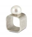QÚA - Anillo de plata con perla.