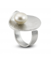 HULA - Silver ring with pearl.